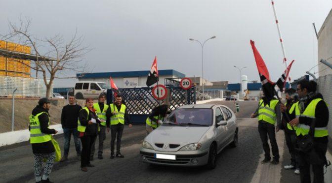 [Crónica] CNT-Valencia se concentra contra la explotación laboral en Servicarne frente al Grupo SADA en Rafelbunyol.