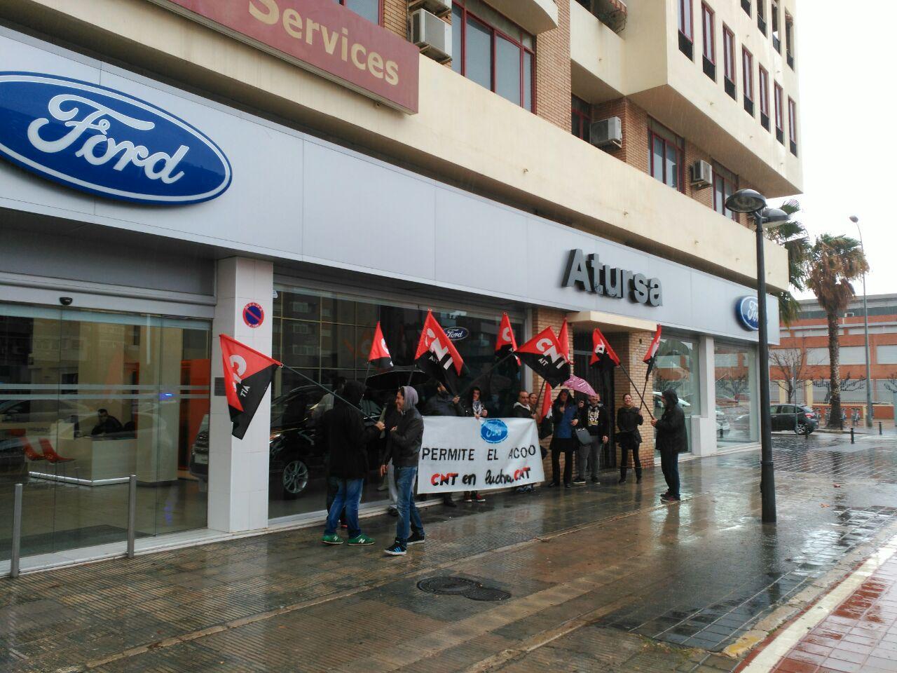 [Crónica] Concentración de CNT Valencia en Atursa durante la Semana de Lucha contra Ford