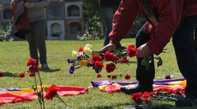 [Crònica 8A] Homenatge a les víctimes del franquisme en el cementeri de València