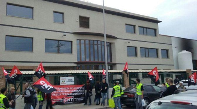 CNT consigue la readmisión de los tres trabajadores despedidos en la cooperativa Servicarne