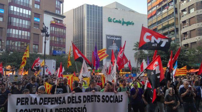 [Fotos i comunicat] Centenars de valencians se solidaritzen amb la vaga general i contra la repressió a Catalunya
