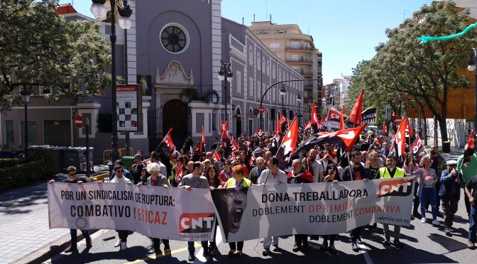 [Fotos] Éxito en la convocatoria de manifestación alternativa de CNT València